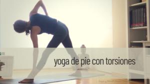 yoga con torsiones de pie