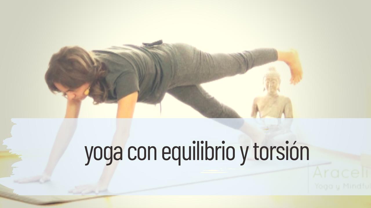 yoga con equilibrio y torsión